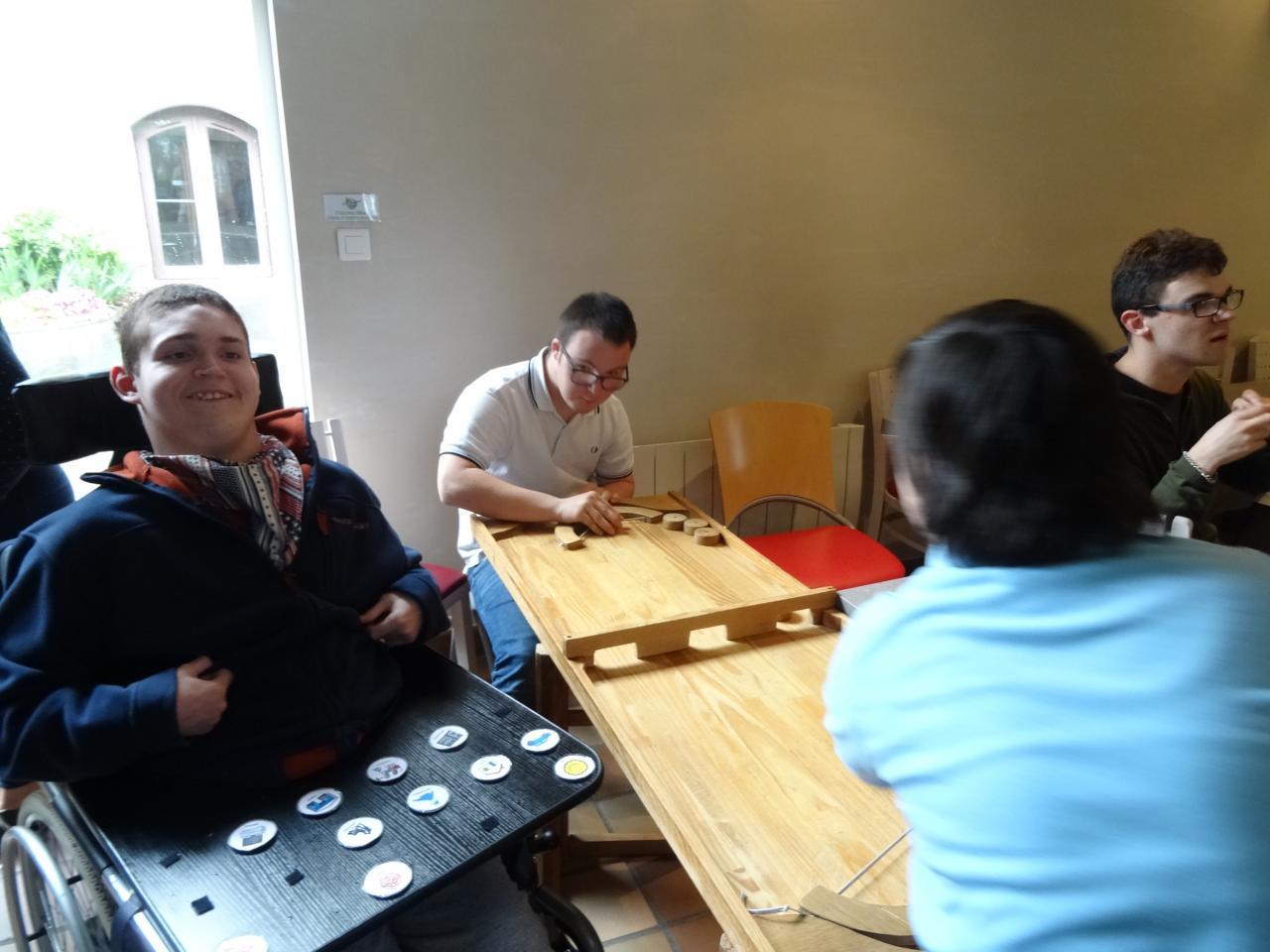 Des jeux pour stimuler les sens en jouant ensemble  1